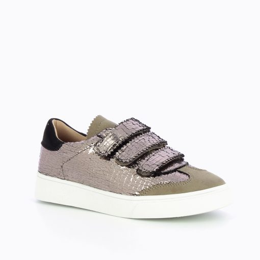 Gold Crackled Effect Trainer from vanessa Wu